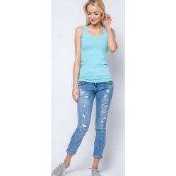 Bluzka basic bokserka jasnoniebieska. Niebieskie bluzki z odkrytymi ramionami Yups, l, z bawełny, młodzieżowe. Za 19,99 zł.