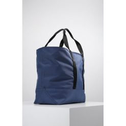 Calvin Klein Jeans SPORT ESSENTIAL CARRYALL Torba na zakupy blue. Niebieskie shopper bag damskie Calvin Klein Jeans, z jeansu. Za 509,00 zł.