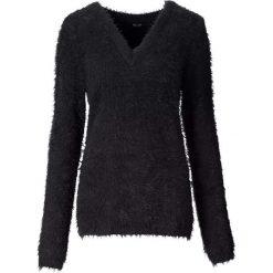 Sweter z dzianiny z długim włosem bonprix czarny. Czarne swetry klasyczne damskie bonprix, z dzianiny, z okrągłym kołnierzem. Za 89,99 zł.