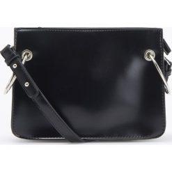 Torebka z metalowymi detalami - Czarny. Czarne torebki klasyczne damskie Reserved. Za 119,99 zł.