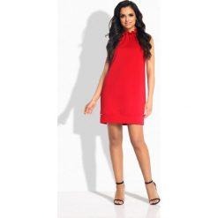 Sukienki: Prosta sukienka z falbaną pod szyją czerwony