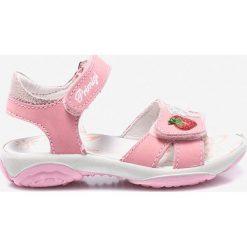 Primigi - Sandały. Czerwone sandały dziewczęce marki Born2be, z materiału, z otwartym noskiem, na zamek. Za 229,90 zł.