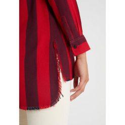 LOIS Jeans LARGA VEGAS STRIPE Koszula red. Czerwone koszule jeansowe damskie marki LOIS Jeans, m. Za 459,00 zł.