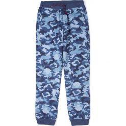 Coccodrillo - Spodnie dziecięce 128-158 cm. Białe spodnie chłopięce marki COCCODRILLO, m, z bawełny, z okrągłym kołnierzem. Za 79,90 zł.