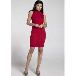 Czerwona Dopasowana Krótka Sukienka z Półgolfem. Czerwone sukienki mini marki Molly.pl, do pracy, l, biznesowe, z krótkim rękawem, dopasowane. W wyprzedaży za 106,86 zł.