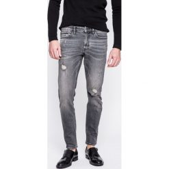 Calvin Klein Jeans - Jeansy. Szare jeansy męskie skinny Calvin Klein Jeans, z aplikacjami, z bawełny. W wyprzedaży za 299,90 zł.