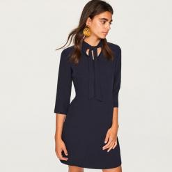 Sukienka z wiązaniem przy szyi - Granatowy. Niebieskie sukienki z falbanami marki Reserved, na imprezę. Za 89,99 zł.
