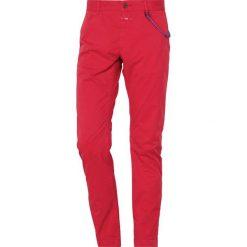 CLOSED CLIFTON Chinosy pink glow. Czerwone chinosy męskie CLOSED, z bawełny. Za 549,00 zł.