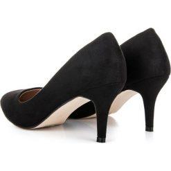 ZAMSZOWE CZÓŁENKA NA OBCASIE MERG czarne. Białe buty ślubne damskie marki Merg. Za 79,90 zł.