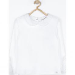 Koszulka. Białe bluzki dziewczęce bawełniane marki FAIRY, z aplikacjami, z klasycznym kołnierzykiem. Za 49,90 zł.