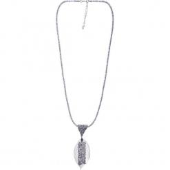 Długi naszyjnik ze srebrnym błyszczącym liściem QUIOSQUE. Szare naszyjniki damskie marki QUIOSQUE, srebrne. Za 59,99 zł.