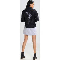 Topshop Kurtka jeansowa washedblack. Czarne kurtki damskie jeansowe marki Topshop. W wyprzedaży za 342,30 zł.