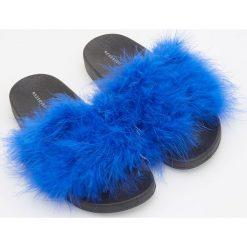 Chodaki damskie: Klapki z puszkiem - Niebieski