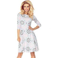 Paulina Rozkloszowana sukienka z rękawkiem. Różowe sukienki na komunię marki numoco, l, z długim rękawem, maxi, oversize. Za 149,99 zł.