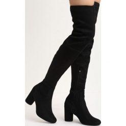 Czarne Kozaki Brace Yourself. Czarne buty zimowe damskie marki Born2be, z okrągłym noskiem, przed kolano, na wysokim obcasie, na słupku. Za 99,99 zł.