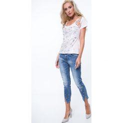 Jeansy z metalowym detalem RR6830. Szare jeansy damskie Fasardi. Za 119,00 zł.
