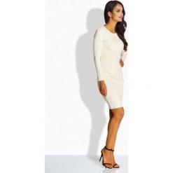Elegancka sukienka z zakładką w talii beżowy DESTINY. Brązowe długie sukienki Lemoniade, eleganckie, z kopertowym dekoltem, z długim rękawem, dopasowane. Za 119,00 zł.