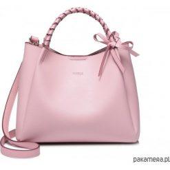 Torebka z plecionym uchwytem Różowa. Czerwone torebki klasyczne damskie marki Pakamera, z materiału. Za 229,00 zł.