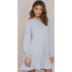 Sukienki hiszpanki: Glamorous Sukienka z wiązanymi mankietami – Grey