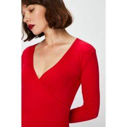 Answear - Bluzka Falling in Autumn. Czerwone bluzki damskie ANSWEAR, m, z dzianiny, casualowe. W wyprzedaży za 49,90 zł.