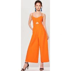 Kombinezony damskie: Kombinezon z wycięciem w talii – Pomarańczo
