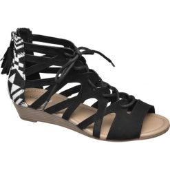 Sandały damskie Graceland czarne. Czarne rzymianki damskie marki Graceland, w kolorowe wzory, z materiału. Za 89,90 zł.