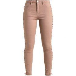 Missguided UP LEG Jeans Skinny Fit nude. Brązowe boyfriendy damskie Missguided. Za 319,00 zł.