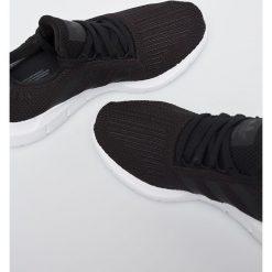 Adidas Originals - Buty Swift Run. Szare buty sportowe damskie marki adidas Originals, z gumy. W wyprzedaży za 329,90 zł.