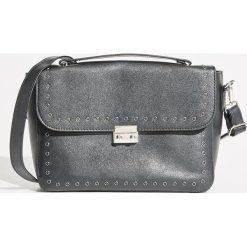 Torebka z nitami - Czarny. Czarne torebki klasyczne damskie marki Sinsay. W wyprzedaży za 49,99 zł.