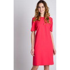 Różowa sukienka typu parasolka  BIALCON. Czerwone sukienki koktajlowe BIALCON, na co dzień, w jednolite wzory, z krótkim rękawem, mini. W wyprzedaży za 195,00 zł.