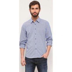 KOSZULA DŁUGI RĘKAW MĘSKA REGULAR FIT. Szare koszule męskie marki Top Secret, m, z tkaniny, z klasycznym kołnierzykiem, z długim rękawem. Za 69,99 zł.