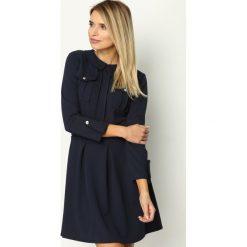 Granatowa Sukienka Restrict. Szare sukienki mini marki Born2be, uniwersalny. Za 99,99 zł.