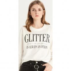 Bluza z napisem - Kremowy. Białe bluzy damskie marki Sinsay, l, z napisami. Za 39,99 zł.