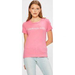Calvin Klein Jeans - Top. Różowe topy damskie marki Calvin Klein Jeans, l, z nadrukiem, z bawełny, z okrągłym kołnierzem. Za 119,90 zł.