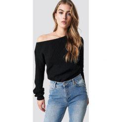 Glamorous Sweter z odkrytymi ramionami - Black. Różowe swetry klasyczne damskie marki Glamorous, z nadrukiem, z asymetrycznym kołnierzem, asymetryczne. Za 141,95 zł.