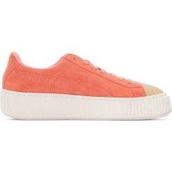 Tenisówki na grubej podeszwie Jr Suede Platform Glam. Czerwone buty sportowe dziewczęce marki Puma, z materiału, na sznurówki. Za 411,56 zł.