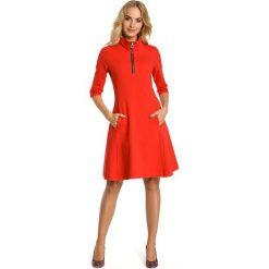 Czerwona Sukienka z Półgolfem na Suwak. Czerwone sukienki dzianinowe Molly.pl, l, sportowe, ze stójką, midi, oversize. Za 128,90 zł.
