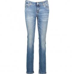 """Dżinsy """"Jasmin"""" - Slim fit - w kolorze błękitnym. Niebieskie spodnie z wysokim stanem marki Mustang, z aplikacjami, z bawełny. W wyprzedaży za 195,95 zł."""