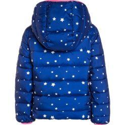 GAP COZY PUFFER STAR Kurtka zimowa navy. Niebieskie kurtki dziewczęce przeciwdeszczowe GAP, na zimę, z materiału, retro. W wyprzedaży za 199,20 zł.