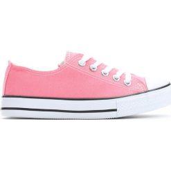 Różowe Trampki I Feel It. Czerwone buty sportowe dziewczęce marki Born2be, z materiału, na sznurówki. Za 39,99 zł.