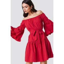 Trendyol Sukienka midi z odkrytymi ramionami - Red. Szare sukienki z falbanami marki Trendyol, na co dzień, z elastanu, casualowe, midi, dopasowane. Za 141,95 zł.