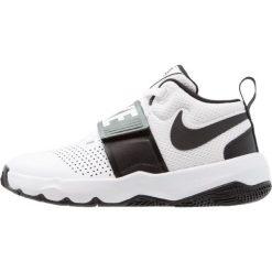 Nike Performance TEAM HUSTLE D 8 (GS) Obuwie do koszykówki white/black. Czarne buty skate męskie marki Nike Performance, z materiału, na golfa. Za 199,00 zł.