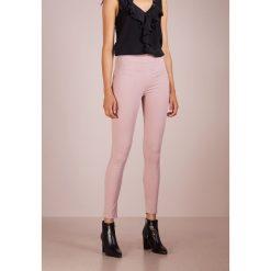 Patrizia Pepe Jeans Skinny Fit cloud rose. Czerwone boyfriendy damskie Patrizia Pepe, z bawełny. Za 809,00 zł.