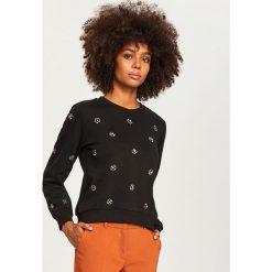 Bluza z aplikacjami - Czarny. Czarne bluzy damskie Reserved, l, z aplikacjami. Za 79,99 zł.