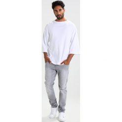 Calvin Klein Jeans BYPER Tshirt z nadrukiem bright white. Białe koszulki polo marki Calvin Klein Jeans, m, z nadrukiem, z bawełny. W wyprzedaży za 224,25 zł.