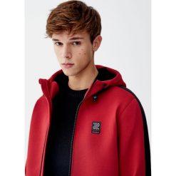 Kurtka z materiału technicznego z kapturem. Czerwone kurtki męskie Pull&Bear, m, z polaru. Za 89,90 zł.
