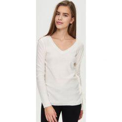 Swetry klasyczne damskie: Sweter z wiązaniem po bokach – Kremowy