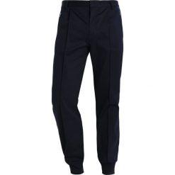 Chinosy męskie: Samsøe & Samsøe LEROY  Spodnie materiałowe dark sapphire