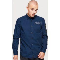 Koszula o regularnym kroju - Granatowy. Niebieskie koszule męskie na spinki Cropp, l. Za 89,99 zł.