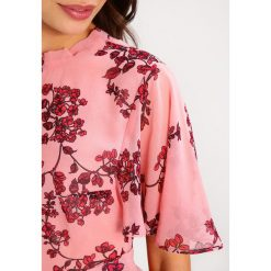 Sukienki hiszpanki: Missguided Petite FLORAL BASE TEA TIE BACK NECK Sukienka letnia light pink